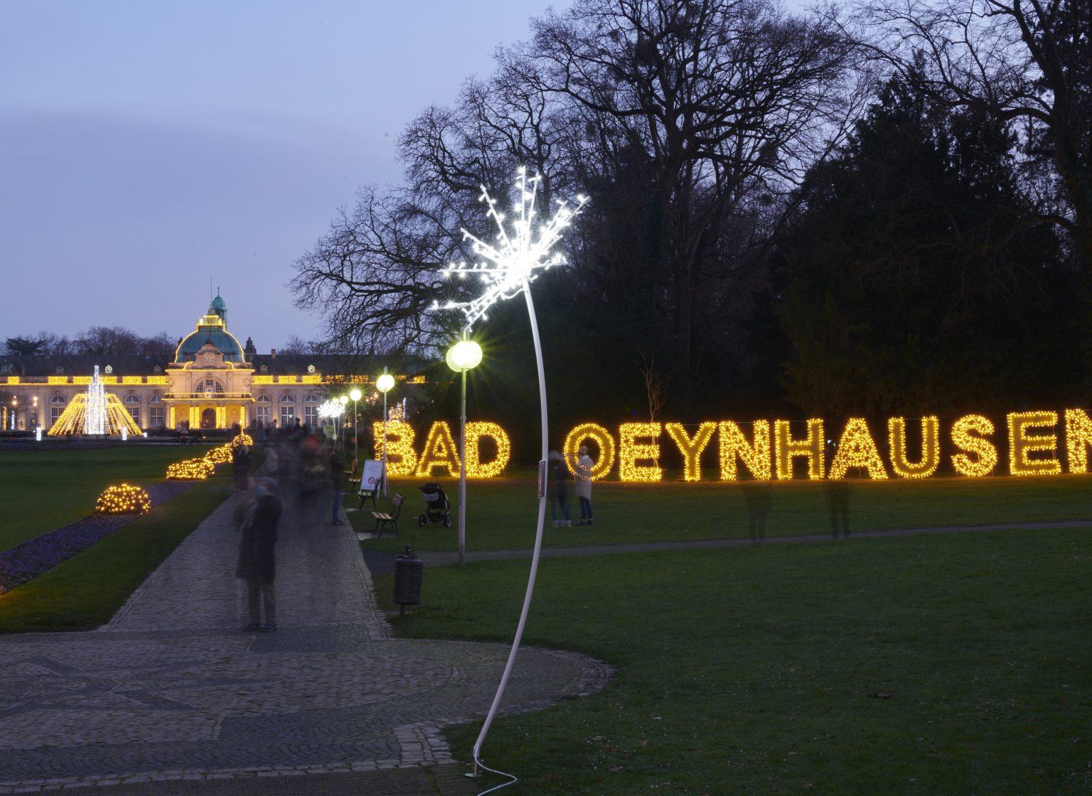 Weihnachtsbeleuchtung des Kurparks der Stadt Bad Oeynhausen, Deutschland