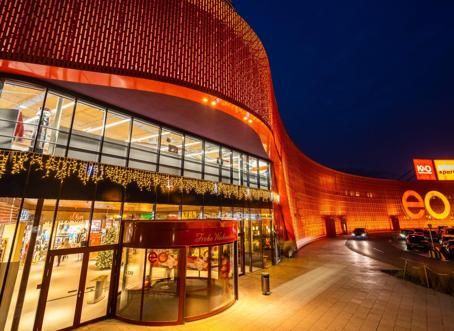 Außenbeleuchtung des eo Einkaufszentrum Oberwart, Österreich